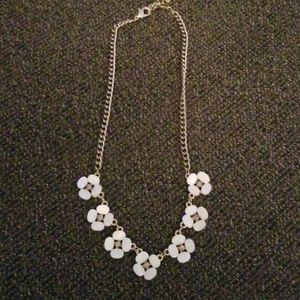 Jewelry - White flower gold necklace